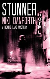bargain ebooks Stunner: A Ronnie Lake Mystery Mystery Adventure by Niki Danforth